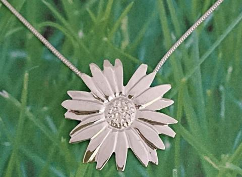 Ox-eye Daisy Pendant c. Angela Kennedy